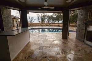 French Pattern Antique Onyx Tumbled Travertine Pavers - Outdoor Kitchen
